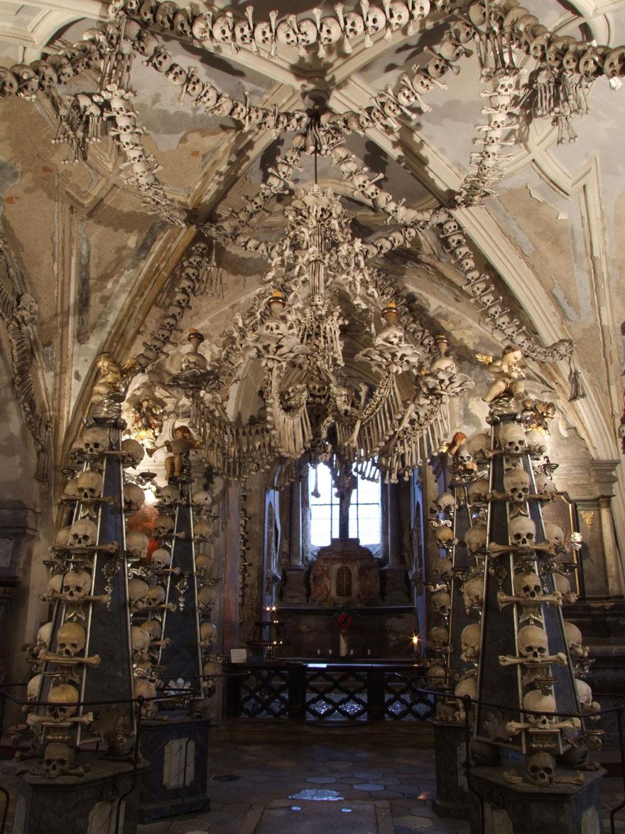 ossari-catacombe-monumenti-ossa-teschi-umani-02