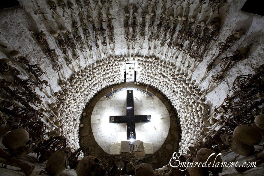 ossari-catacombe-monumenti-ossa-teschi-umani-03
