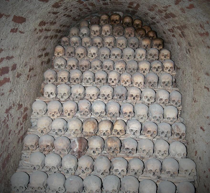 ossari-catacombe-monumenti-ossa-teschi-umani-06