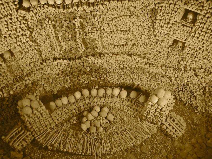 ossari-catacombe-monumenti-ossa-teschi-umani-10