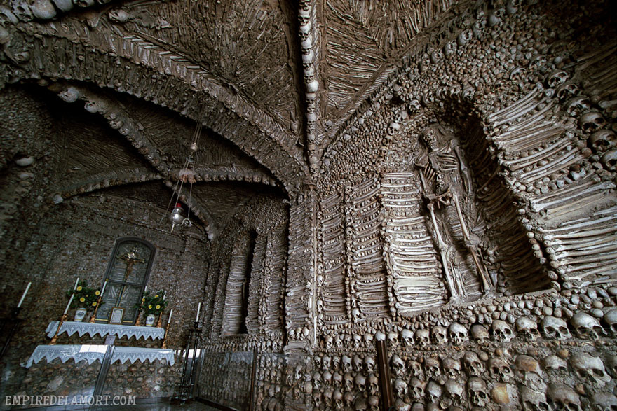 ossari-catacombe-monumenti-ossa-teschi-umani-11