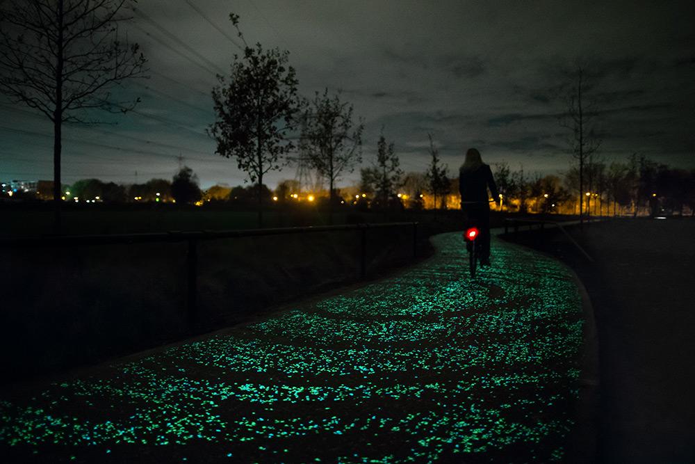 pista-ciclabile-solare-illuminata-led-paesi-passi-olanda-nuenen-1