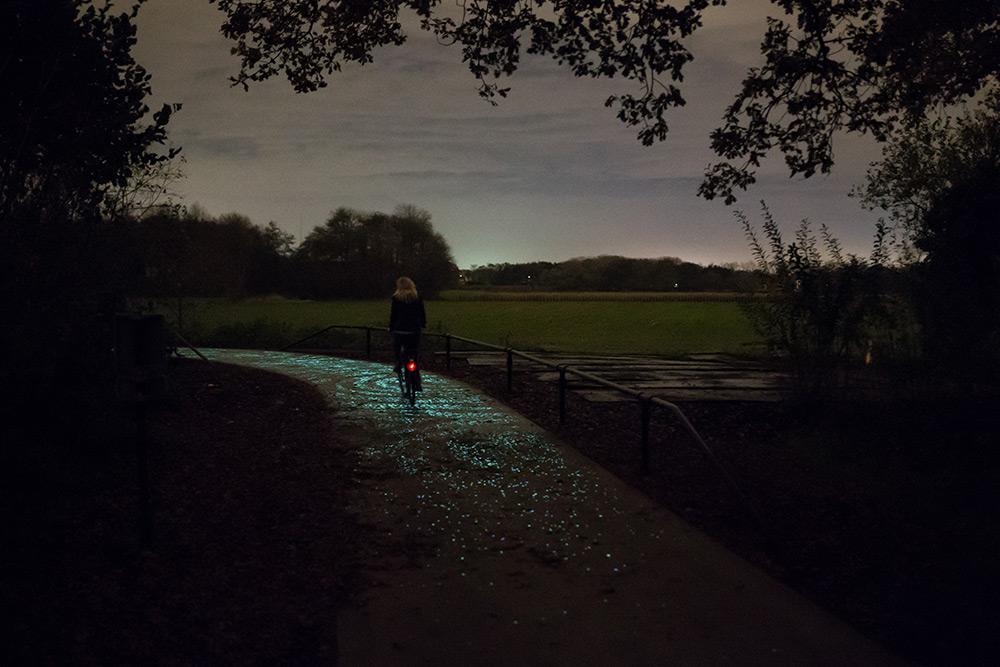 pista-ciclabile-solare-illuminata-led-paesi-passi-olanda-nuenen-8