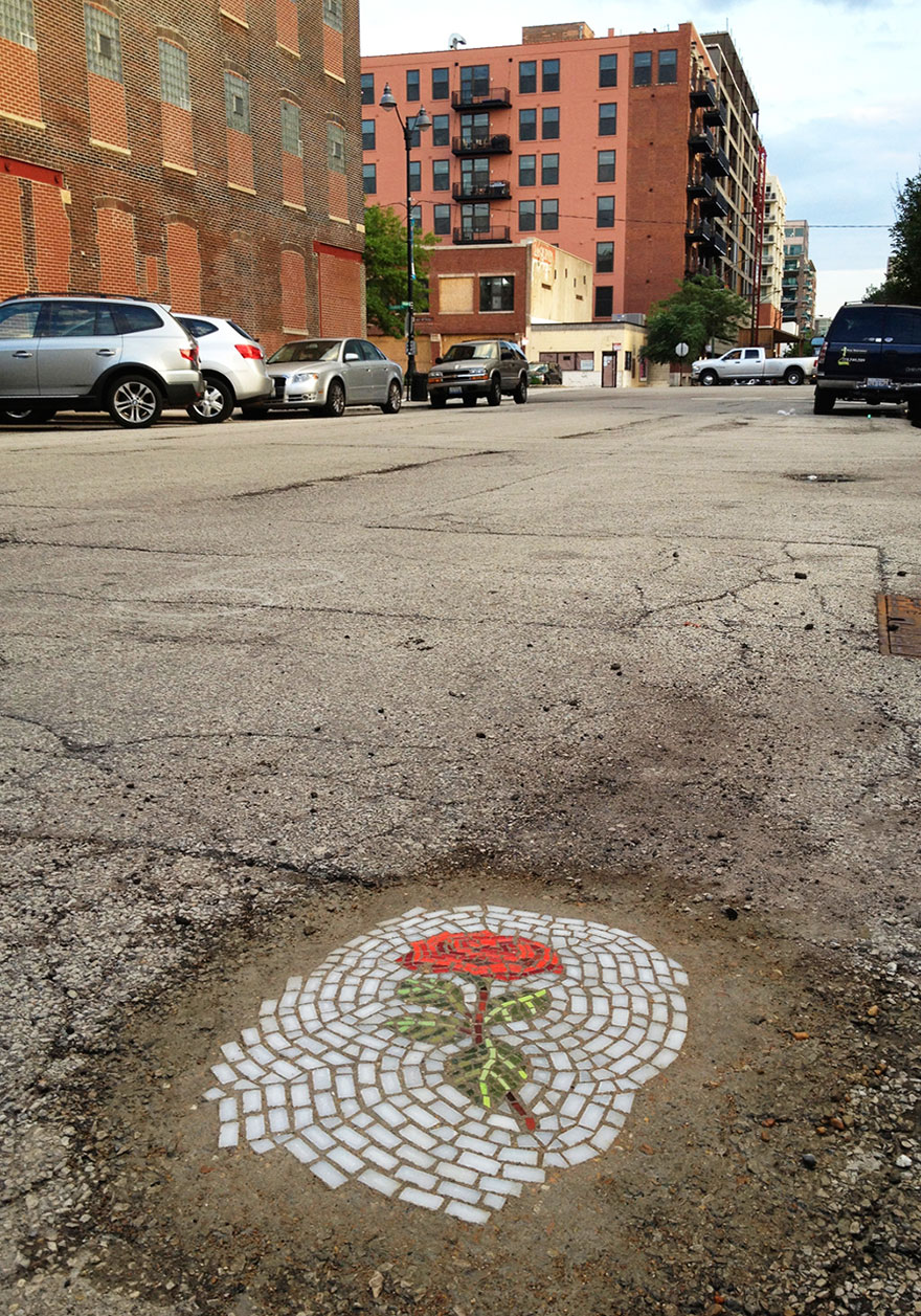 street-art-buche-strade-chicago-mosaici-jim-bachor-5