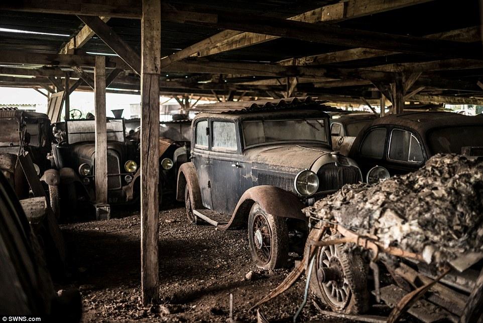 60-automobili-epoca-vintage-abbandonate-13