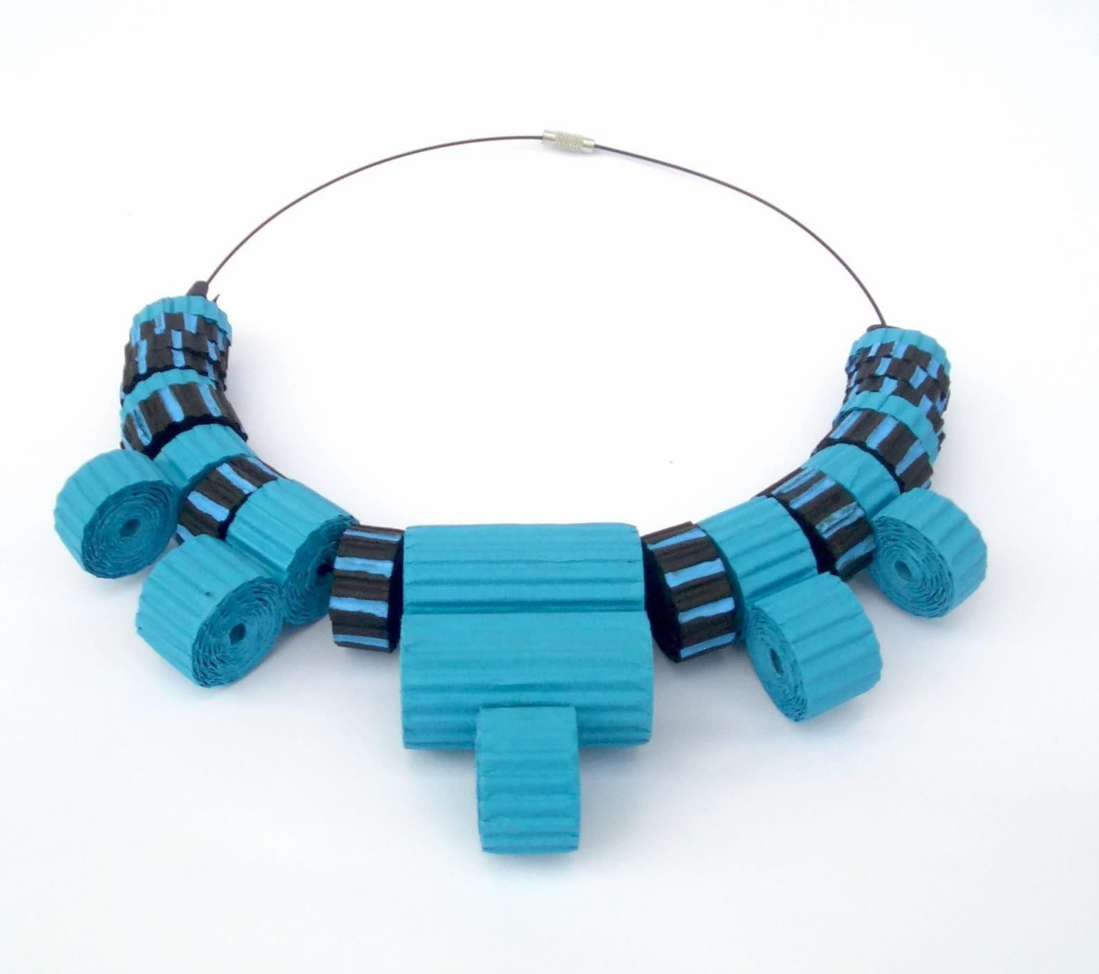 CIMG0208_-collane-artistiche-materiali-riciclati-egeo