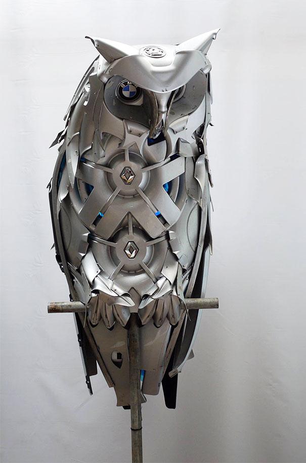 arte-sculture-riciclare-borchie-coprimozzi-ptolemy-elrington-01
