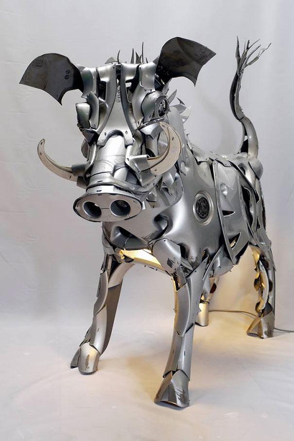 arte-sculture-riciclare-borchie-coprimozzi-ptolemy-elrington-03