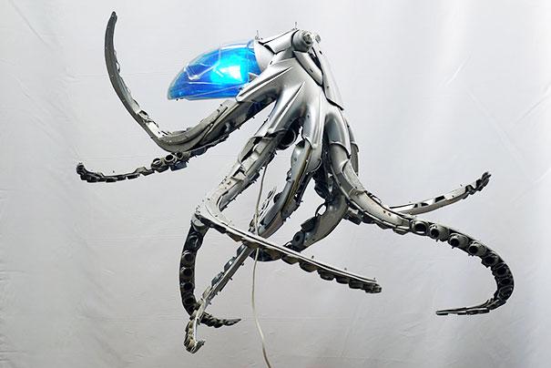 arte-sculture-riciclare-borchie-coprimozzi-ptolemy-elrington-04