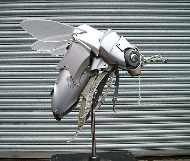 arte-sculture-riciclare-borchie-coprimozzi-ptolemy-elrington-05