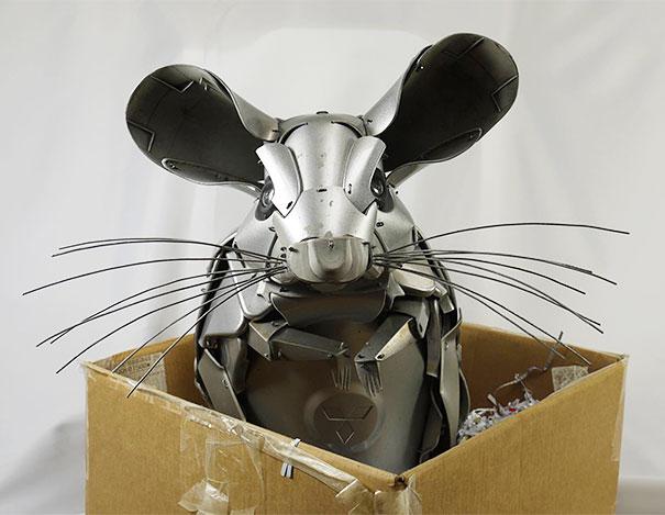 arte-sculture-riciclare-borchie-coprimozzi-ptolemy-elrington-06