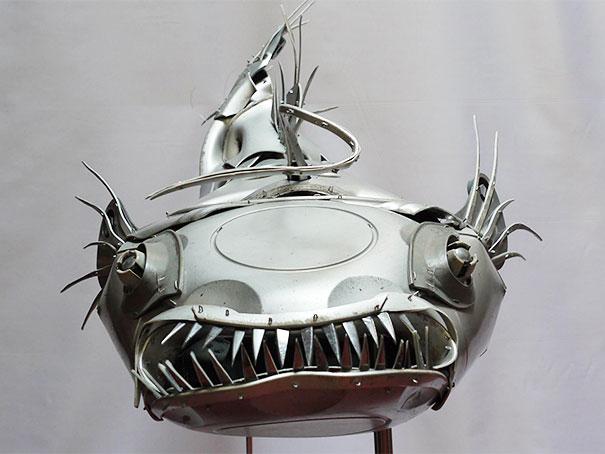 arte-sculture-riciclare-borchie-coprimozzi-ptolemy-elrington-07