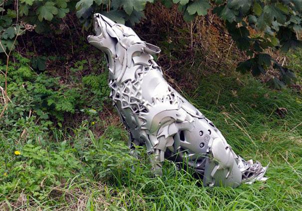 arte-sculture-riciclare-borchie-coprimozzi-ptolemy-elrington-08