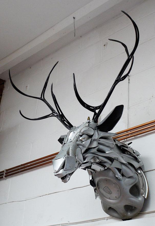 arte-sculture-riciclare-borchie-coprimozzi-ptolemy-elrington-11