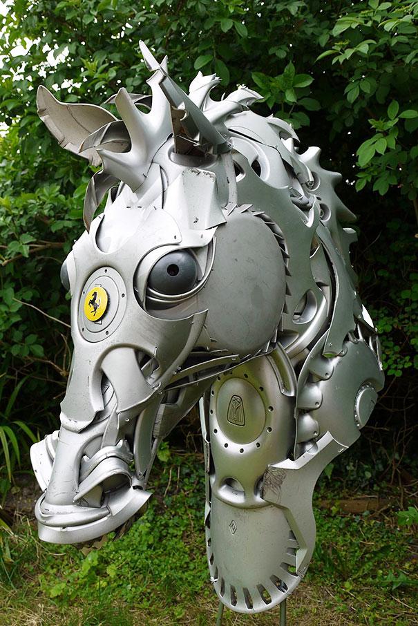 arte-sculture-riciclare-borchie-coprimozzi-ptolemy-elrington-13