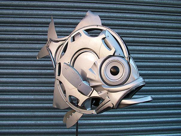 arte-sculture-riciclare-borchie-coprimozzi-ptolemy-elrington-14