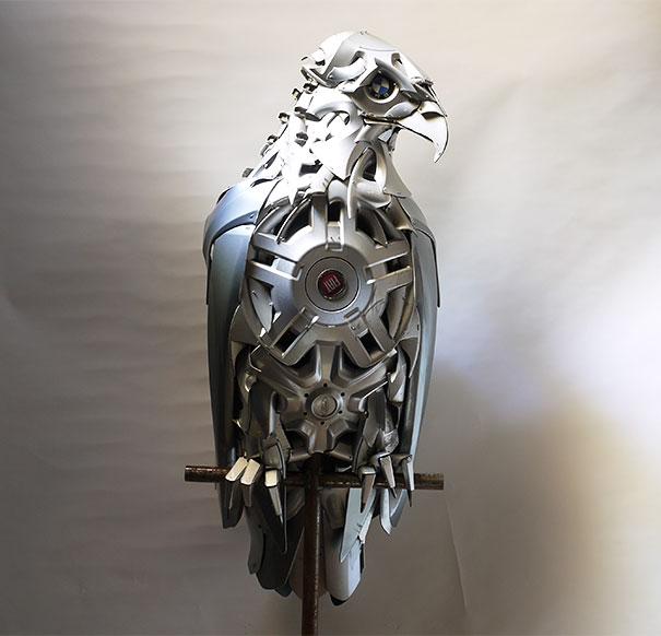 arte-sculture-riciclare-borchie-coprimozzi-ptolemy-elrington-17