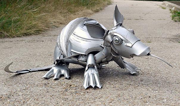 arte-sculture-riciclare-borchie-coprimozzi-ptolemy-elrington-18