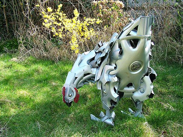 arte-sculture-riciclare-borchie-coprimozzi-ptolemy-elrington-20
