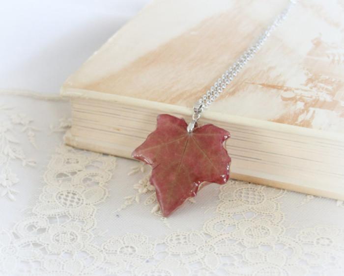 gioielli-collane-ciondoli-fiori-piante-foglie-petali-resina-07