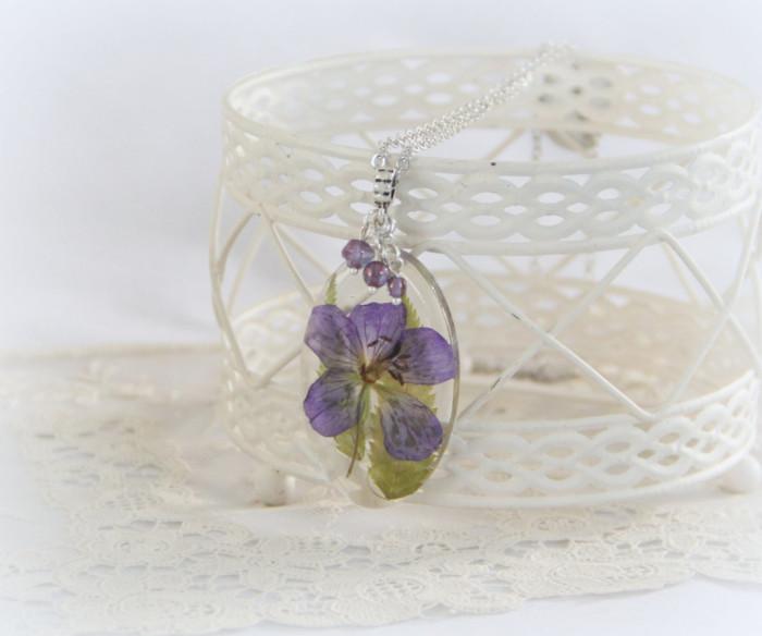 gioielli-collane-ciondoli-fiori-piante-foglie-petali-resina-09