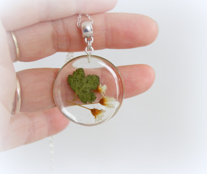 gioielli-collane-ciondoli-fiori-piante-foglie-petali-resina-15