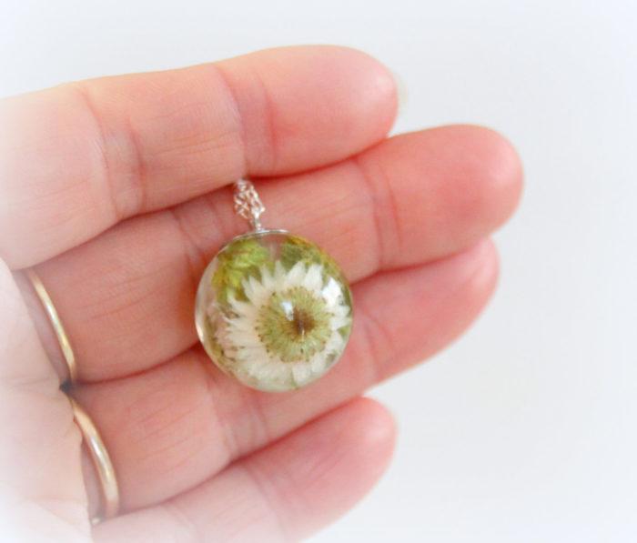 gioielli-collane-ciondoli-fiori-piante-foglie-petali-resina-16