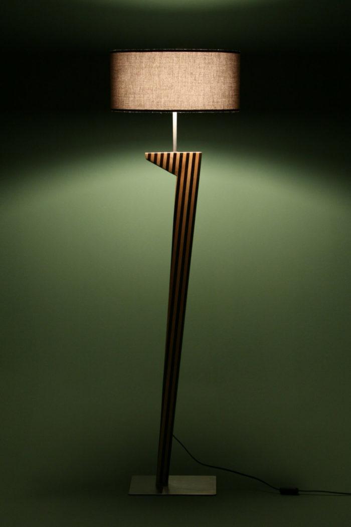 L 39 illuminazione si fa arte le lampade e piantane di dip for Lampade tonde da tavolo