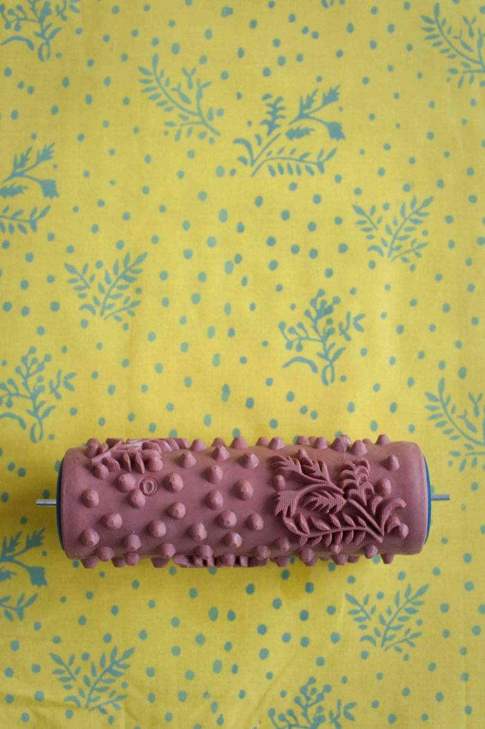 rullo-pittura-decorativa-pareti-stoffa-09