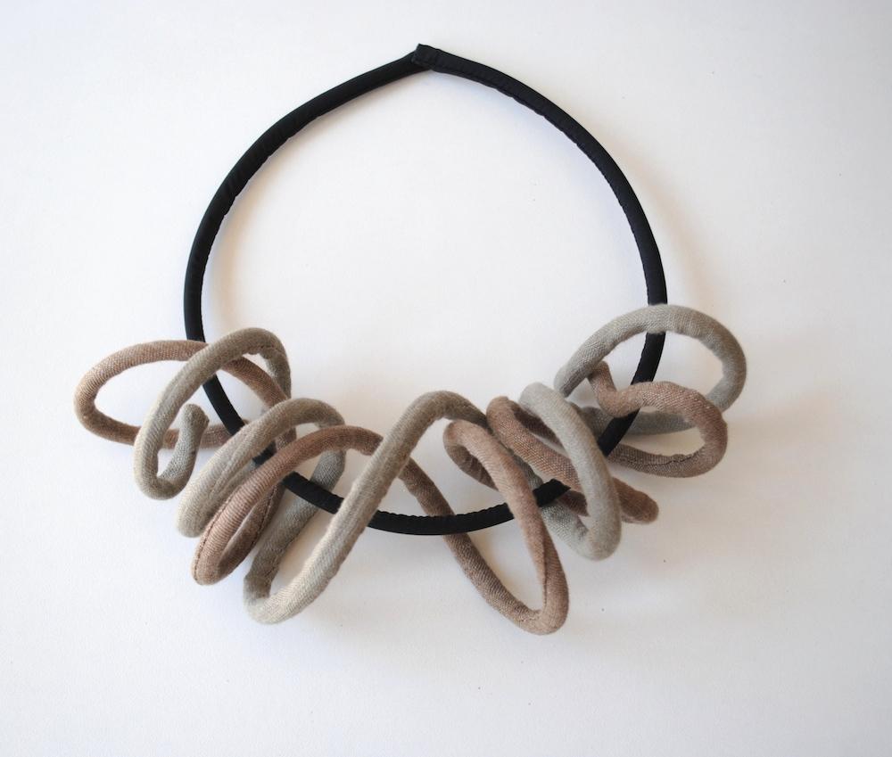 FUSILLO Necklace-gioielli-artigianali-ecosostenibili-in-tessuto