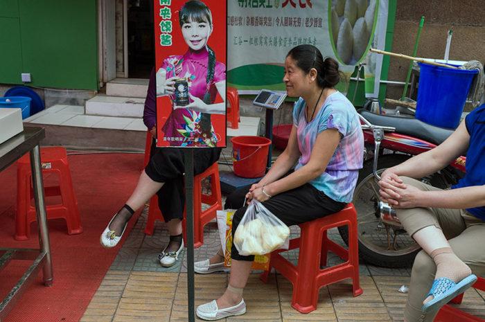 fotografo-autodidatta-cinese-scene-di-strada-divertenti-18