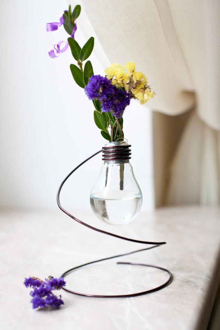 idee-creative-riciclare-riutilizzare-vecchie-lampadine-fai-da-te-04