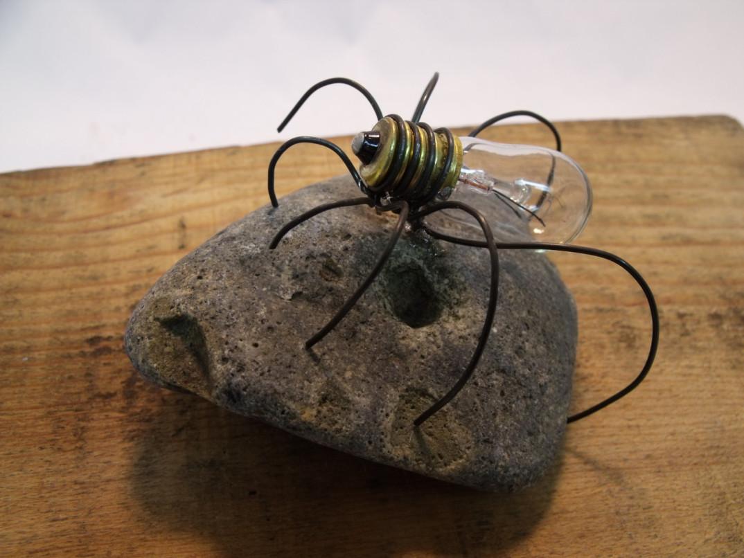 idee-creative-riciclare-riutilizzare-vecchie-lampadine-fai-da-te-11 - KEBLOG