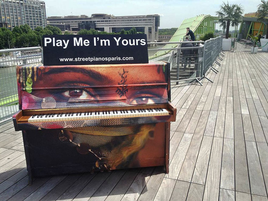 Pianoforti In Luoghi Pubblici Play Me I'm yours
