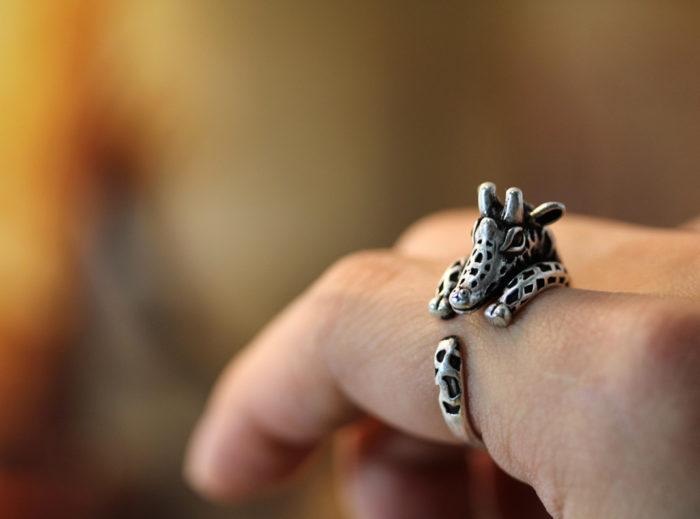 anelli-animali-avvolti-aggrappati-dita-12