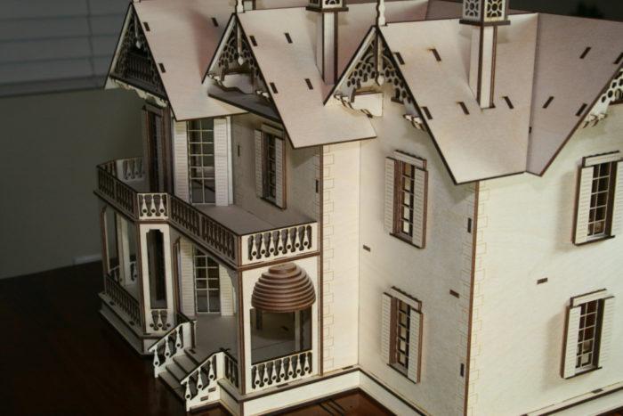 Antiche case vittoriane in legno per le bambole di for Nuove case vittoriane