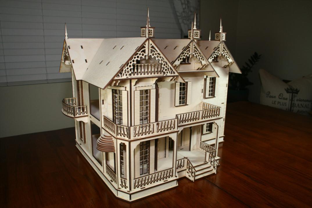 antiche case vittoriane in legno per le bambole di