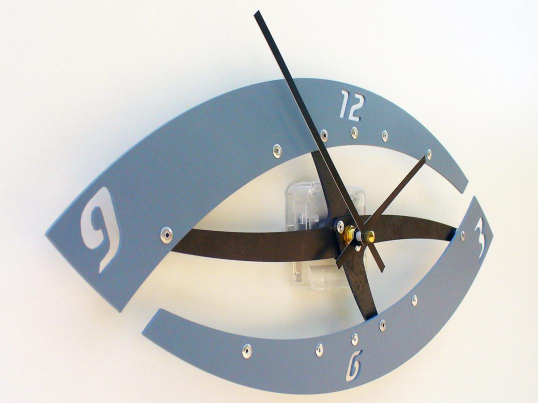 Con questi orologi da parete dal design creativo for Orologi da tavolo moderni