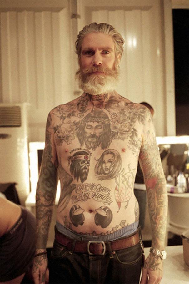 persone-anziane-tatuaggi-03