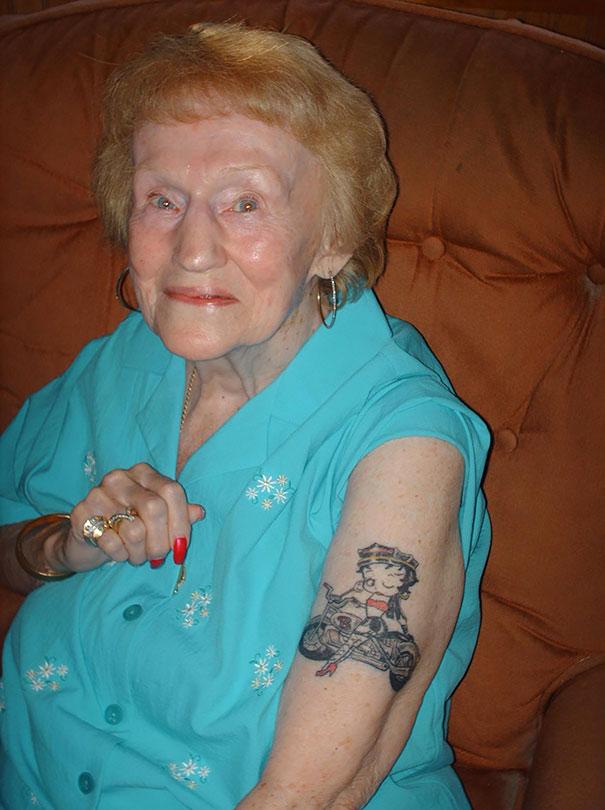 persone-anziane-tatuaggi-11