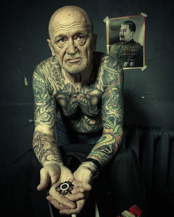 persone-anziane-tatuaggi-15