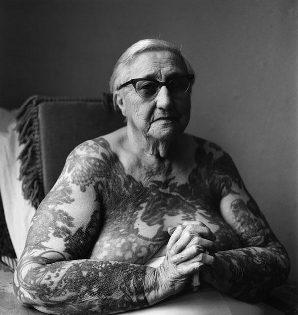 persone-anziane-tatuaggi-23