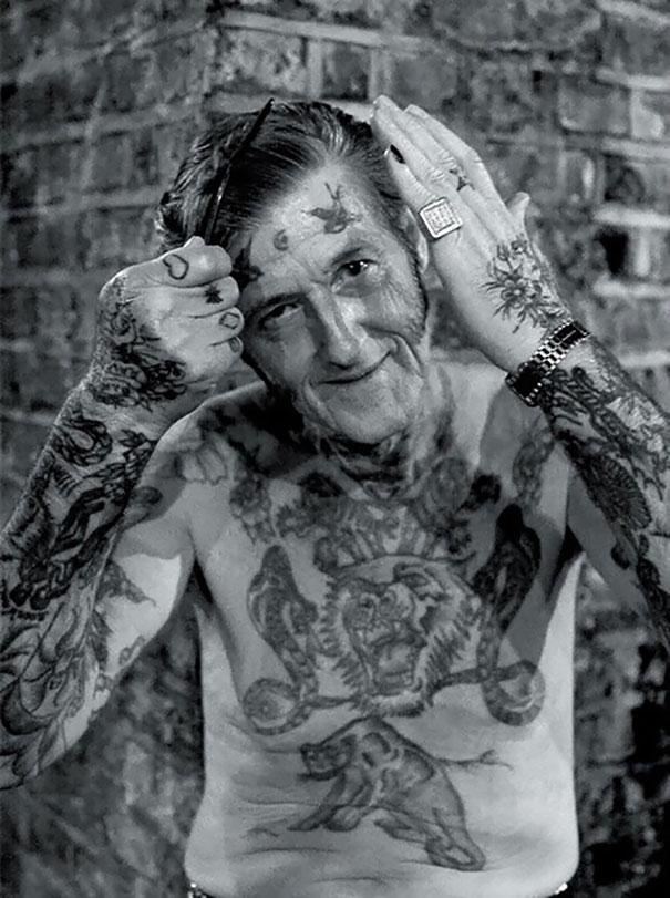 persone-anziane-tatuaggi-32