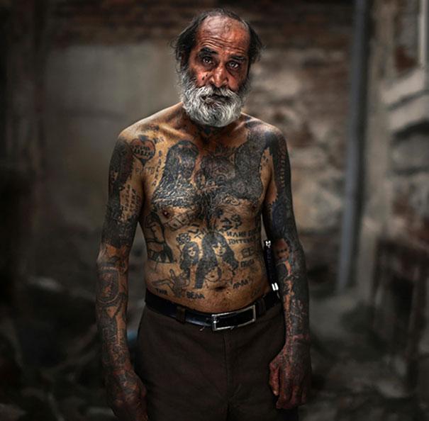 persone-anziane-tatuaggi-37