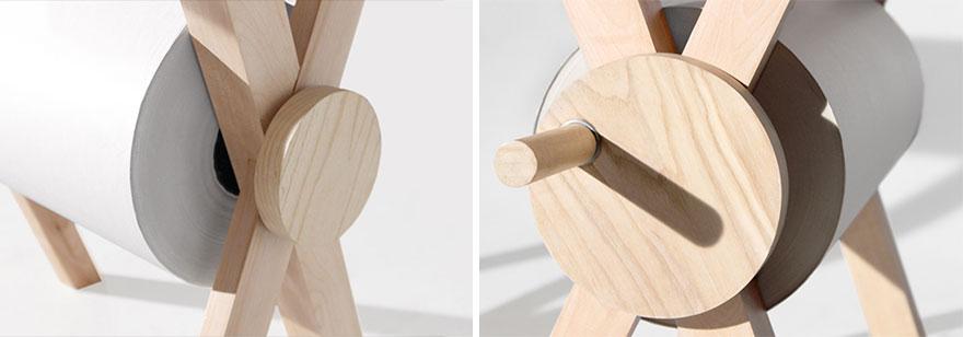 scrivania-tavolo-rotolo-carta-appunti-2