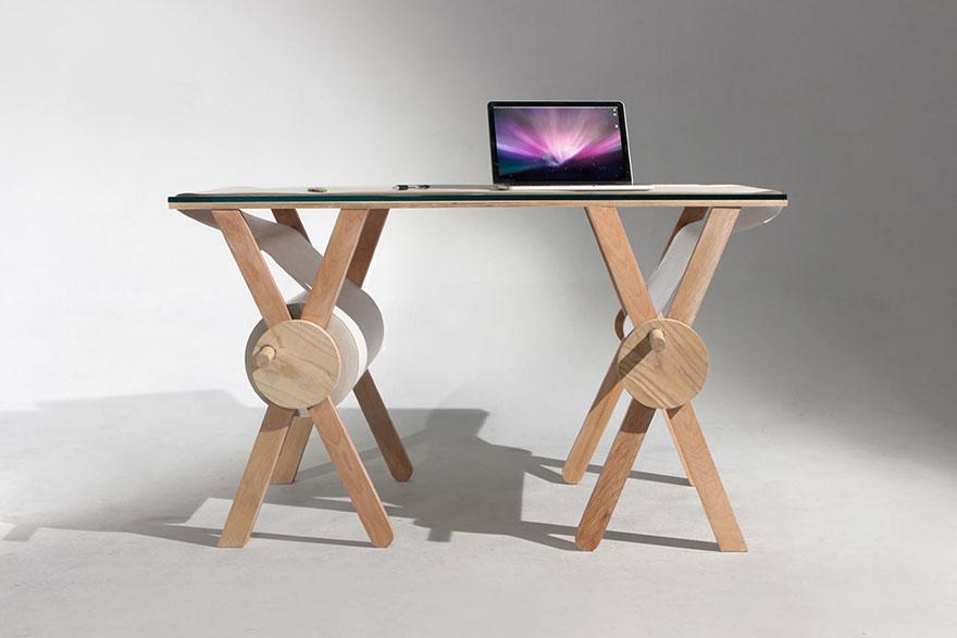 scrivania-tavolo-rotolo-carta-appunti-4