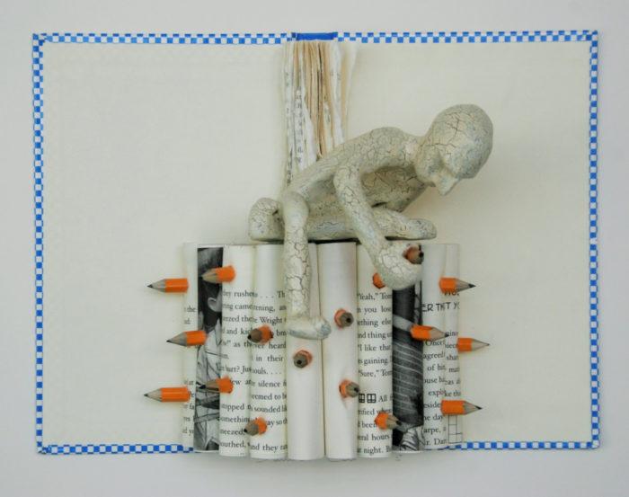 sculture-carta-pagine-libri-pensatore-Kenjio-12