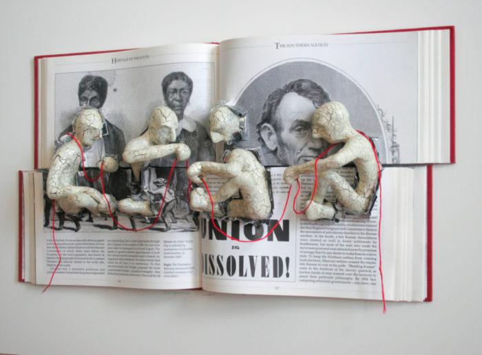 sculture-carta-pagine-libri-pensatore-Kenjio-13