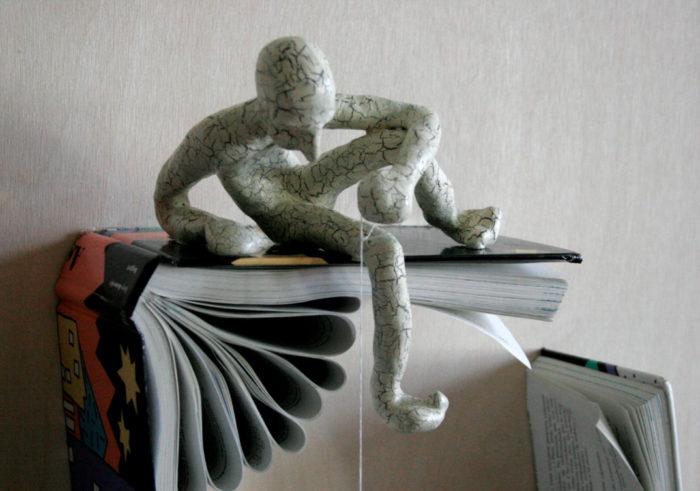sculture-carta-pagine-libri-pensatore-Kenjio-15