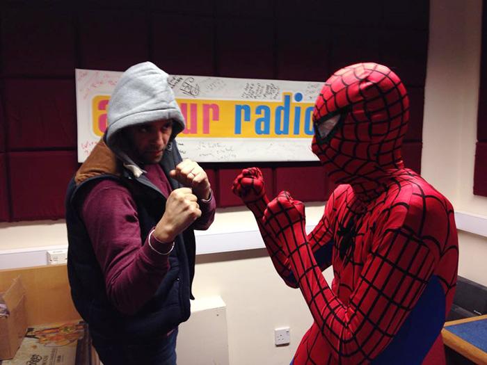 spiderman-uomo-ragno-costume-birmingham-cibo-poveri-senzatetto-7